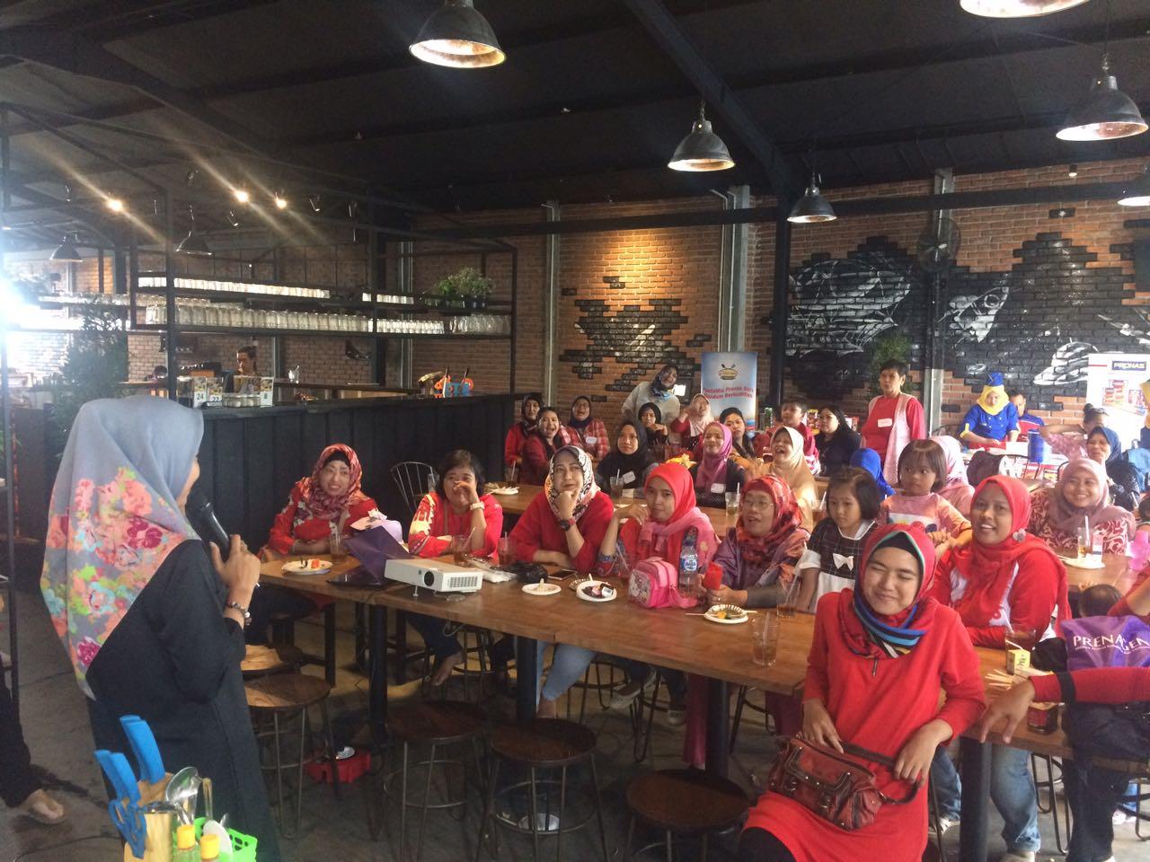 Komunitas Dapoer Pronas Club (KOPDAR)