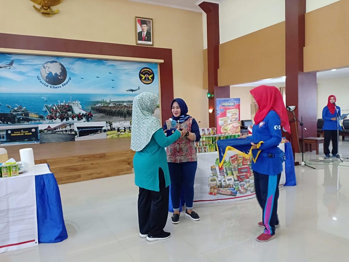 DPC Surabaya dengan komunitas Persatuan Istri TNI AL aka komunitas YALA