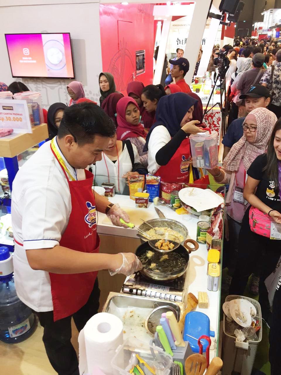 Keseruan booth Pronas di SIAL Interfood 2019